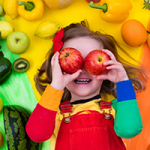 Kind met fruit